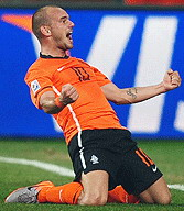 Netherlands Wesley Sneijder's electrifying 2 goals propel Holland over world #1 Brazil into the 2010 World Cup Semi finals Oranje 2 Brasil 1