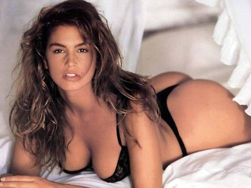 Cindy Crawford Lingerie nude photo pic 10 year old Kaia following in mothers footsteps as young versace model
